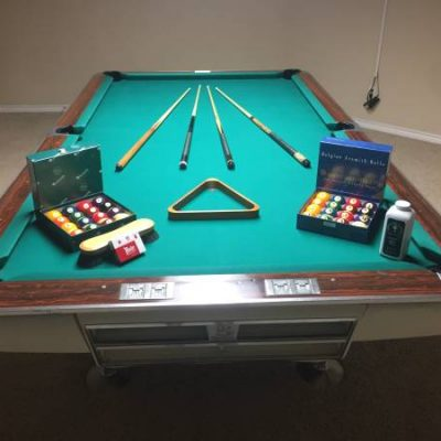 9'Brunswick Gold Crown Pool Table Package
